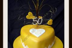 Golden-wedding-anniversary-with-edible-lace