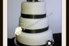 3-Tier-Black-and-white-roses