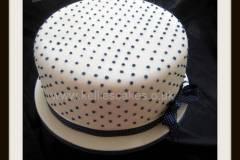 Polka-dot-single-tier-deep-cake