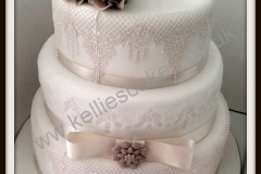 Sophie-cake-lace-and-roses